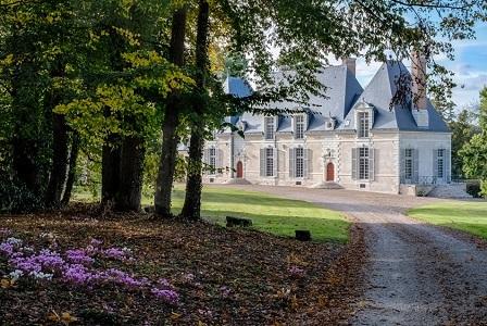 Le Château Des Grotteaux